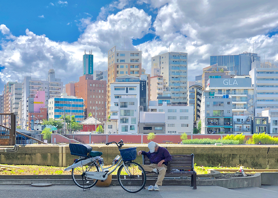 The old man and the colorful city