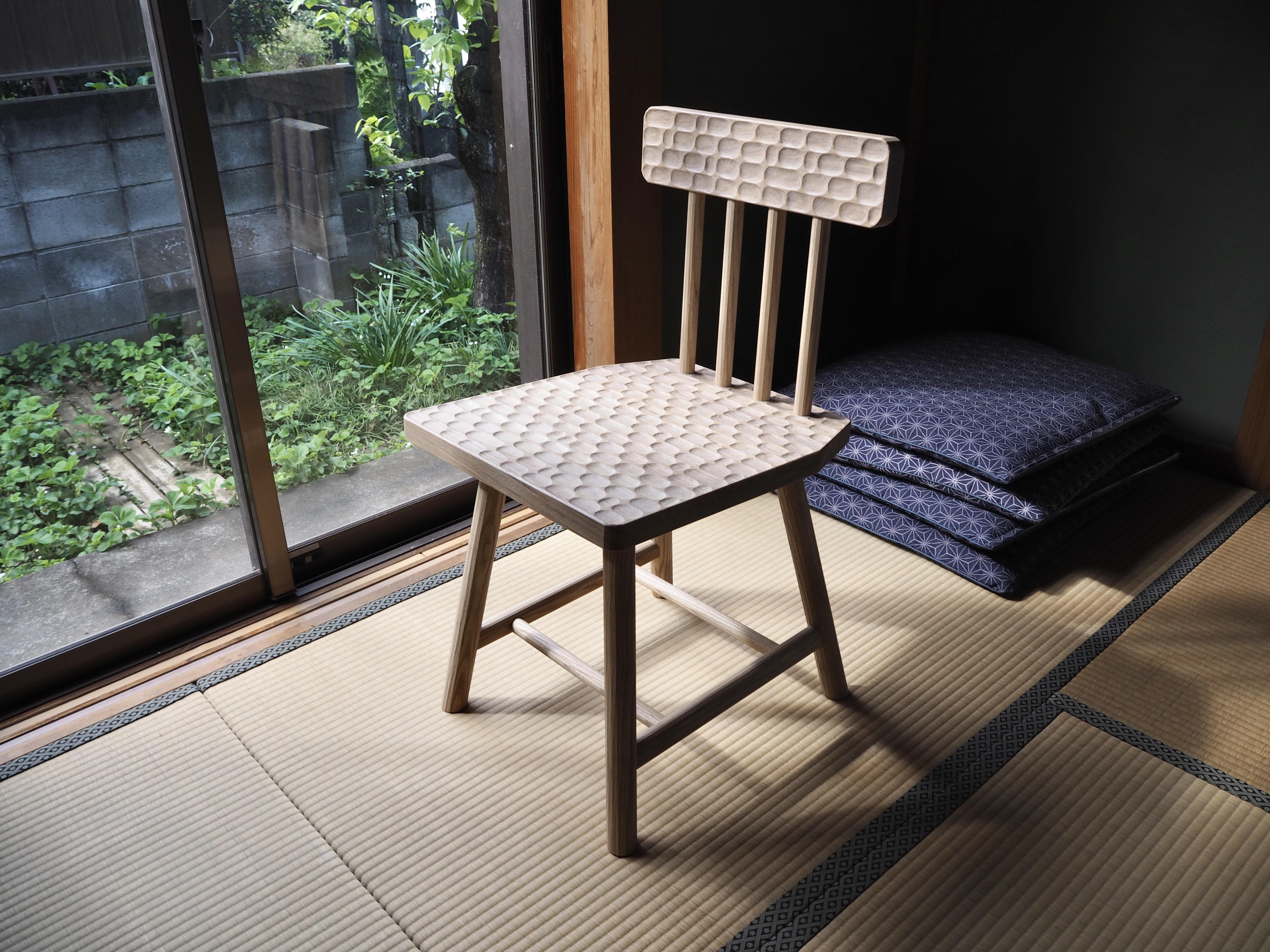 Single chair edition of the 親指 Oyayubi bench